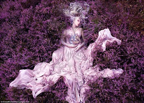Kirsty-Mitchell-Wonderland-fairy3